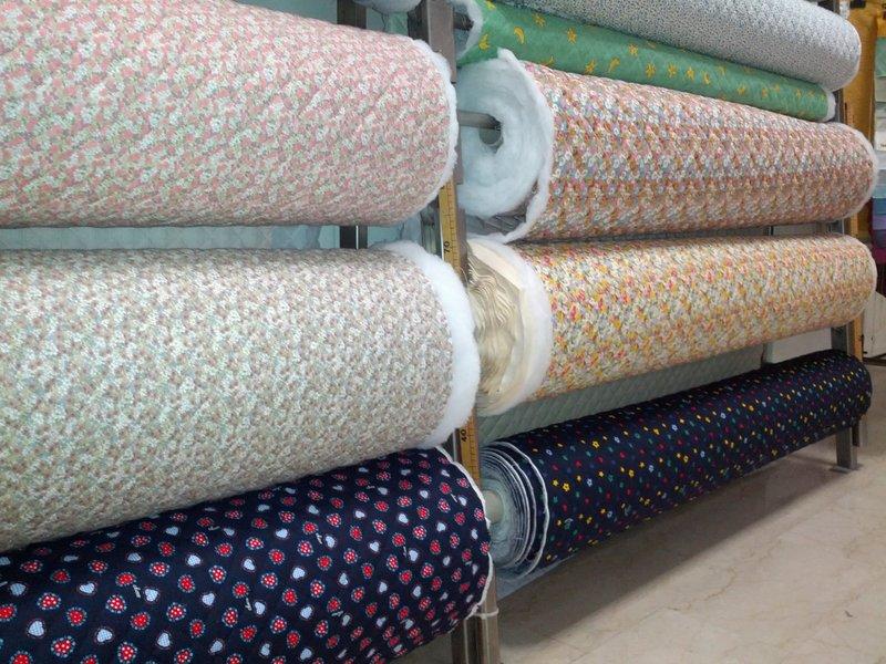 Tessuti per abbigliamento scampoli e tessuti tessuti for Scampoli tessuti arredamento